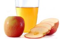 Сок для ребенка из свежих яблок