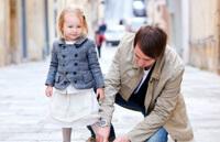Ребенок одеваться умеет, но он ленится