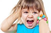 Как действовать, если ребенок во время одевания закатывает истерику