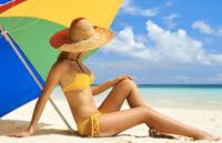 Солнечные лучи и любой ультрафиолет вредны для женской груди