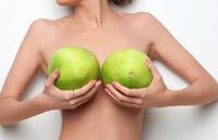 Красивая грудь.